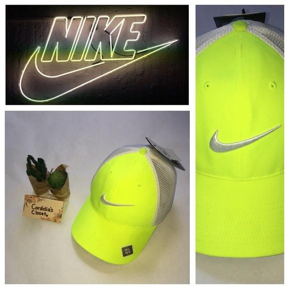 ae6f7304223e4 NIKE Neon Yellow Flexfit Dri-Fit Hat Adult M L